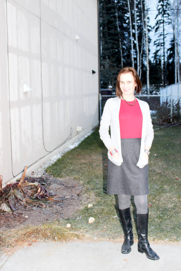 over 50 years old style blogger Nicole in tweet skirt, sweater cardigan and riding boots