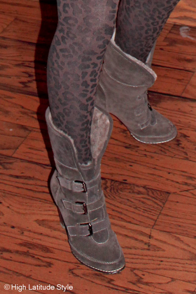 #maturestyle #accessories Söfft booties and GNW leopard print tight details