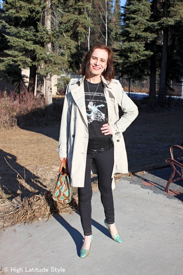 over 50 years old fashion blogger in black denim leggings