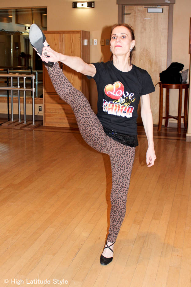 #travelfashion woman in chic leopard print cotton leggings