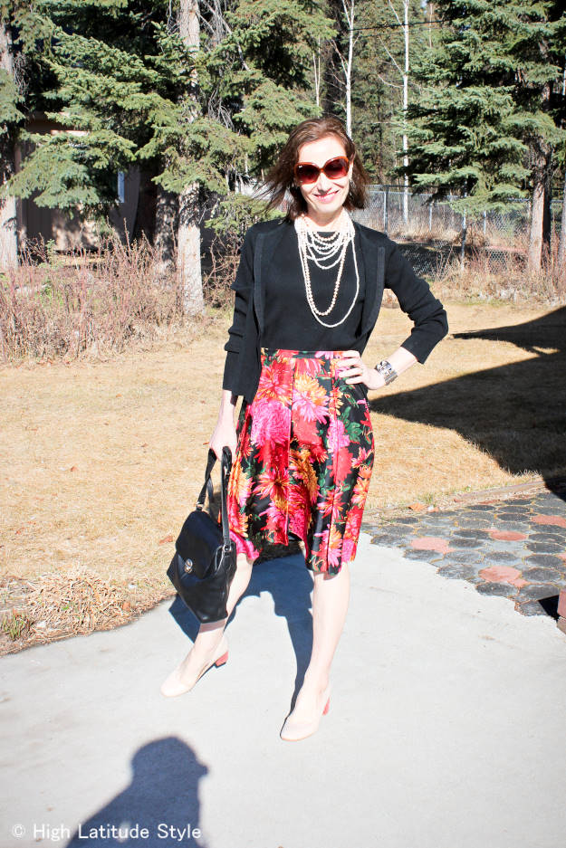 fashion blogger in work outfit with twinset and pearls