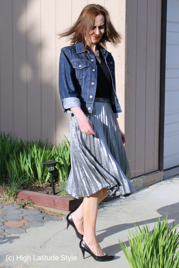 styleover40 styling a trendy silver skirt in a mature way
