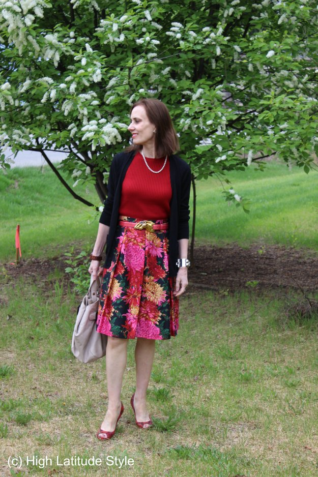 #fashionover50 woman in summer work outfit to picnic look