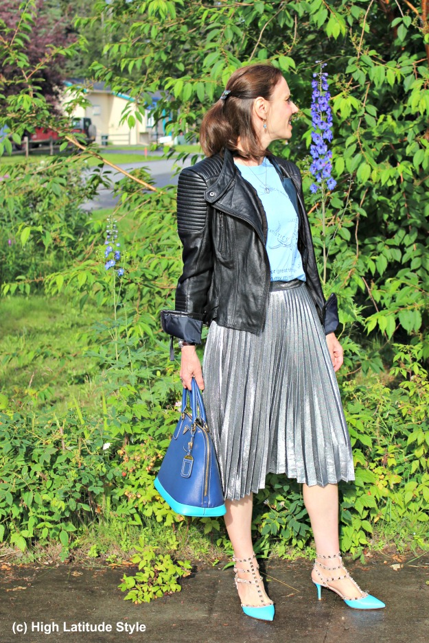 #fashionover50 mature woman wearing a silver pleated skirt in street style chic