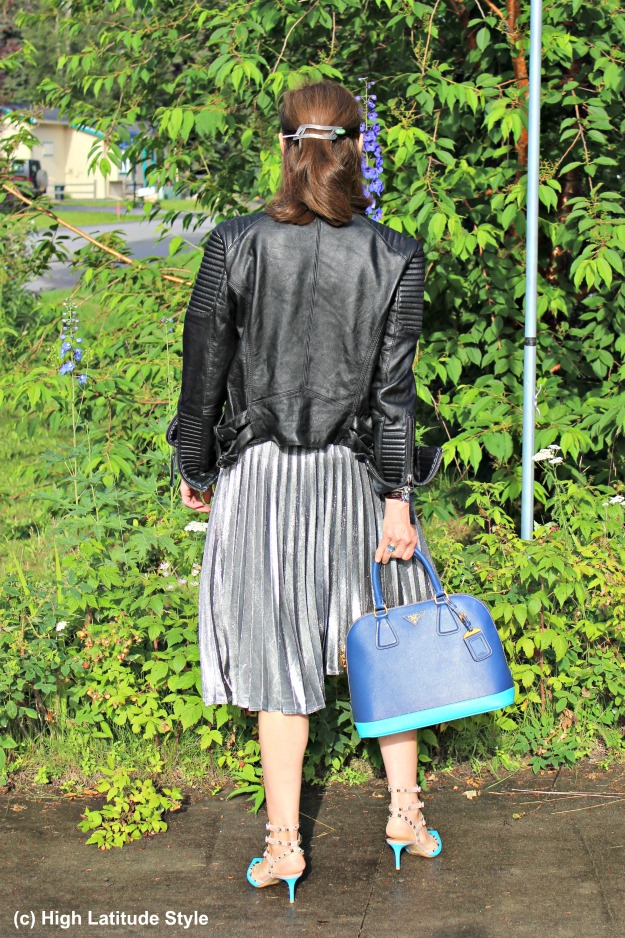 #streetstyleover40 mature woman in pleated skirt with leather jacket