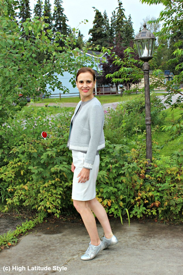 #fashionover40 mature woman in white and gray work outfit