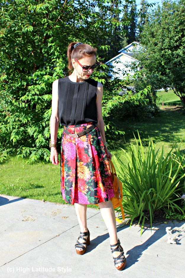 #styleover40 mature woman in summer skirt and top