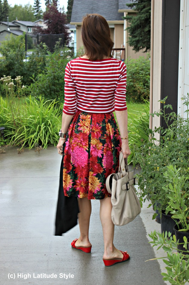 #fashionover50 mature woman in casual summer outfit