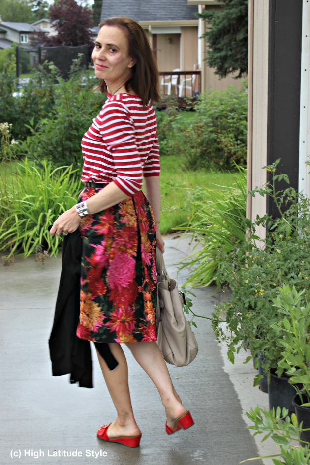 #styleover50 mature Alaskan fashion blogger wearing a summer skirt and top