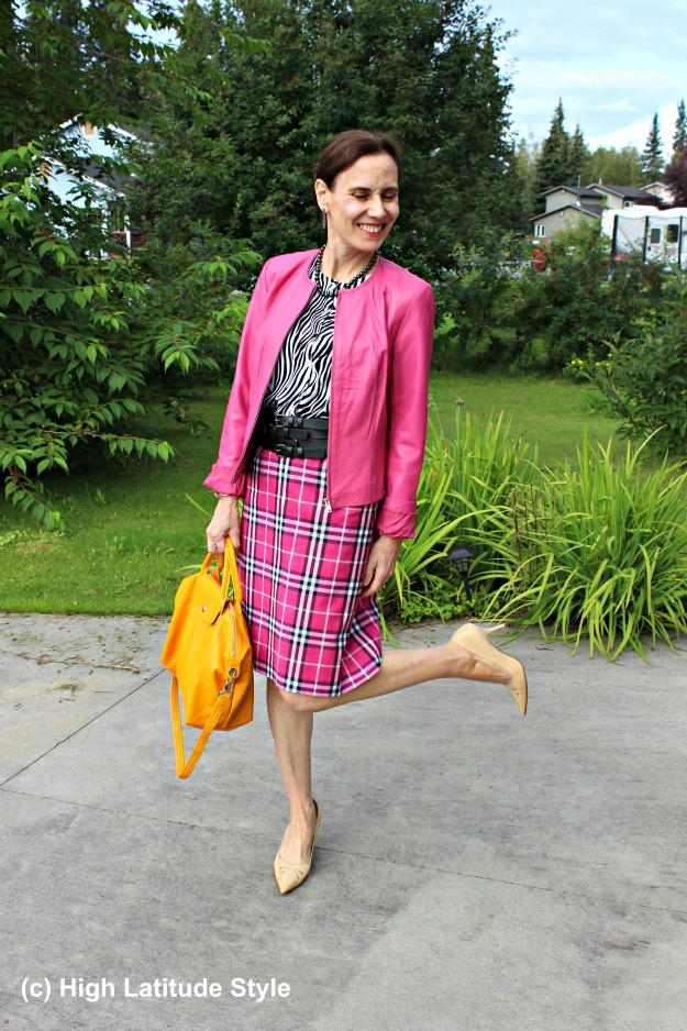 #styleover40 mature woman mixing pattern
