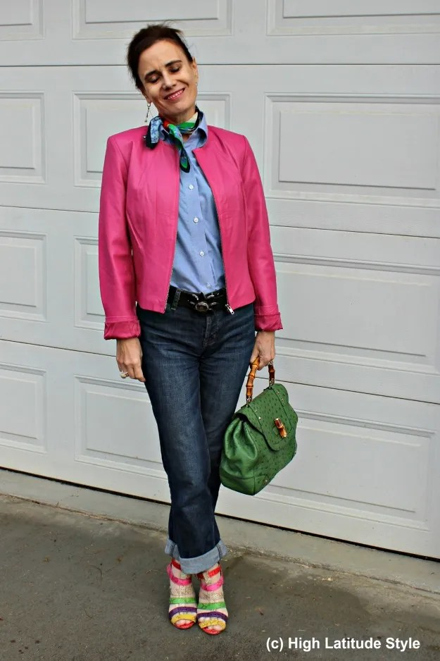 #maturestyle Casual outfit with jeans and pink leather jacket