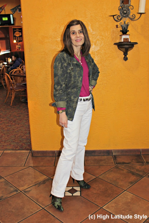 style blogger in casual work outfit with white jeans and camo jacket