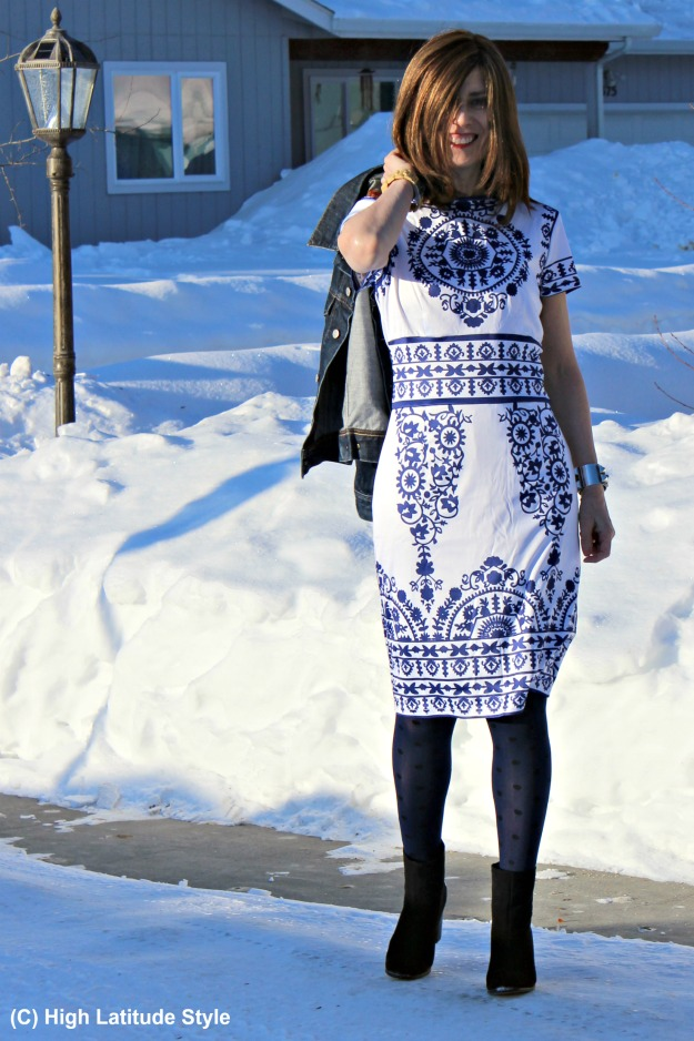 #fashionover50 woman in blue and white dress