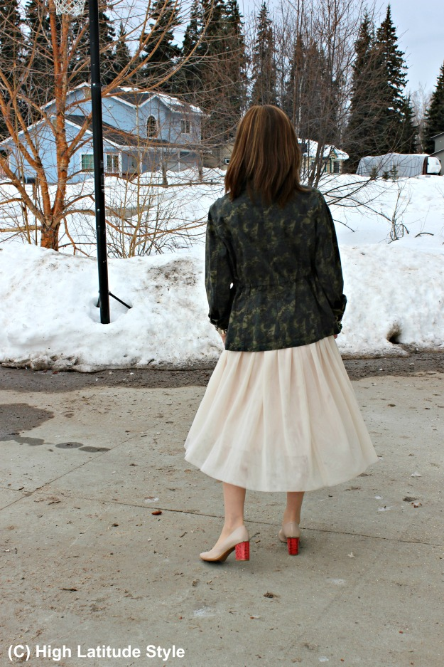 #fashionover50 Fashion blogger in a beautiful tulle skirtand camouflage utility jacket