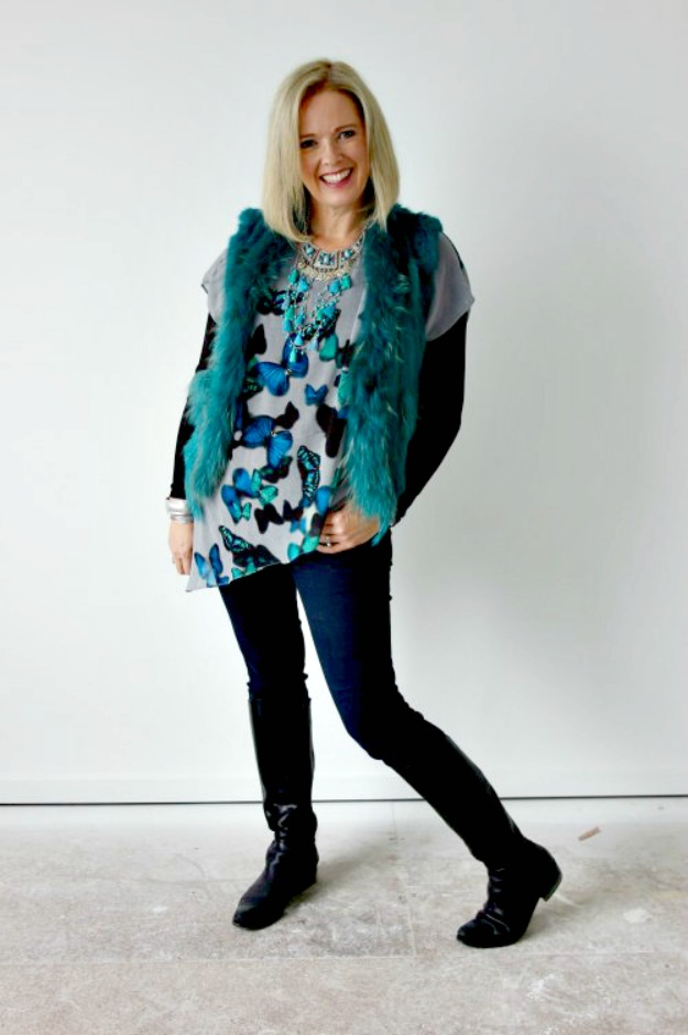 #advancedstyle woman looking posh in casual layers