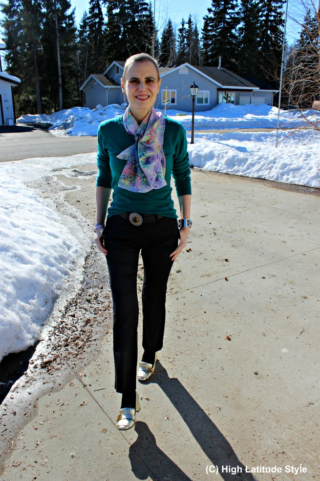 fashion over 40 woman in work outfit with Uno Alla Volta scarf