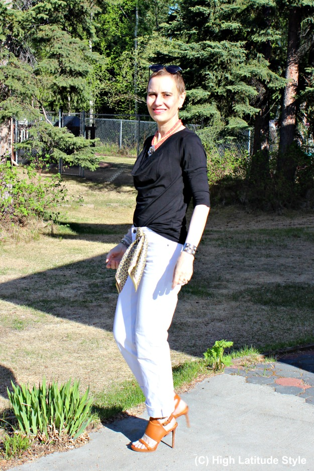 #fashionover50 midlife woman in jeans and lump and bump hiding top