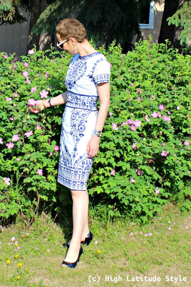#maturefashion woman in printed sheath