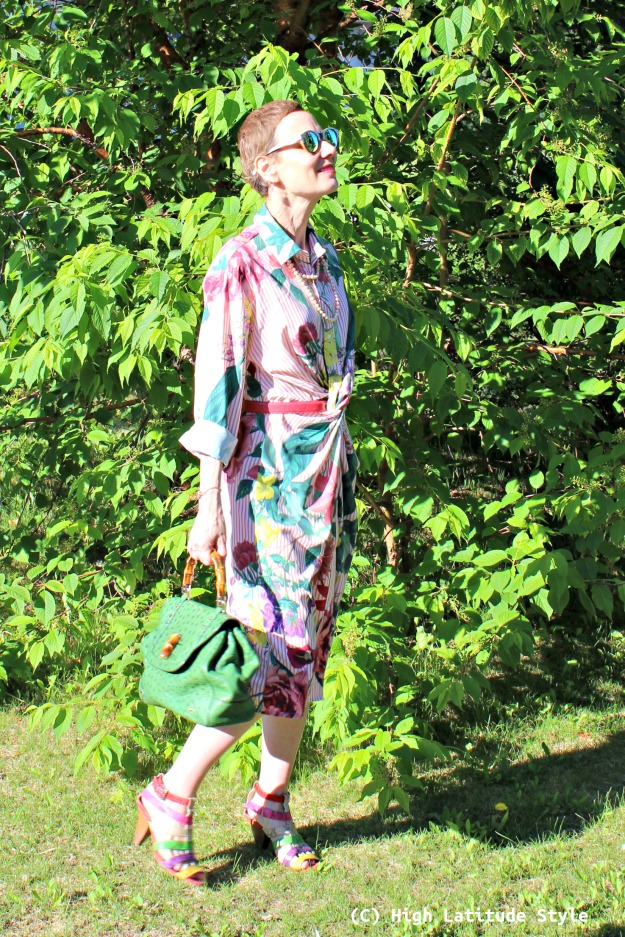 over 50 years old fashion blogger in summer work outfit with a posh button-down shirt dress