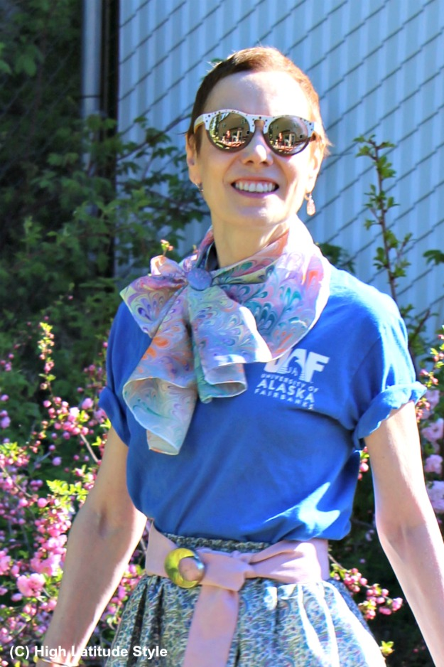 advanced style woman with scarf and sunnies