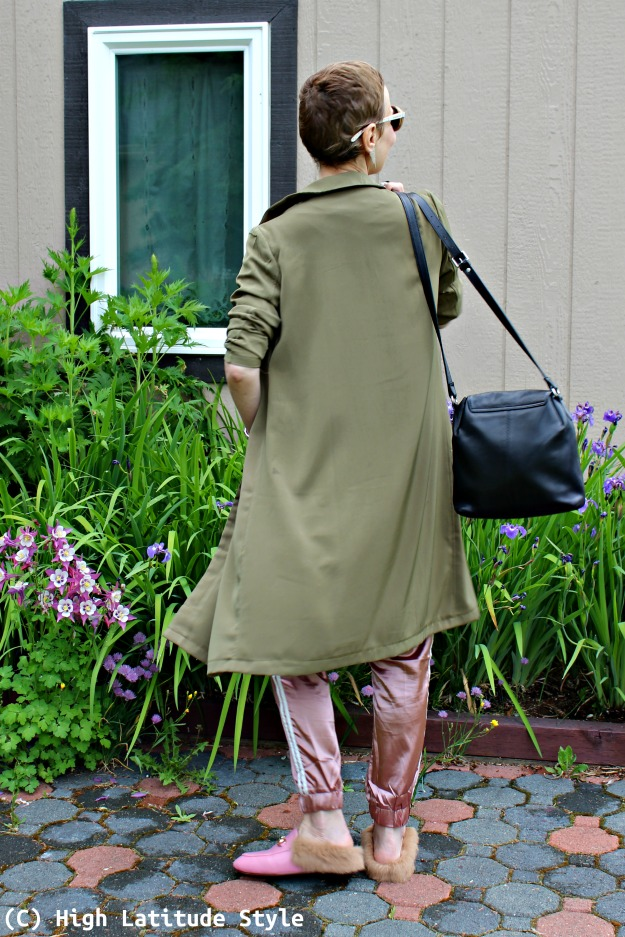 mature style blogger in casual look with long blazer and joggers