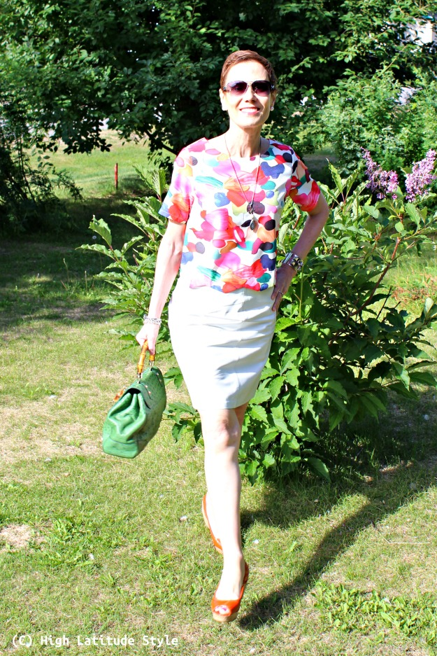 petite woman in summer work outfit with pieces from a store that targets Millennia