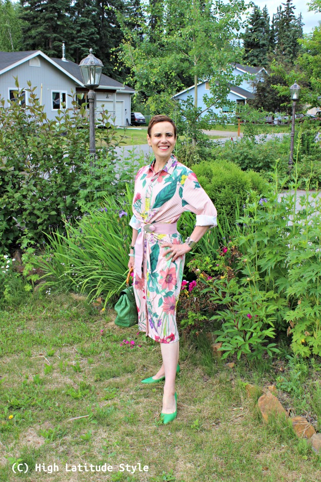 style blogger in summer trip must-have clothing