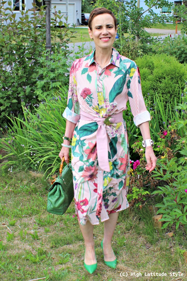 over 50 years old fashion blogger in summer vacation look