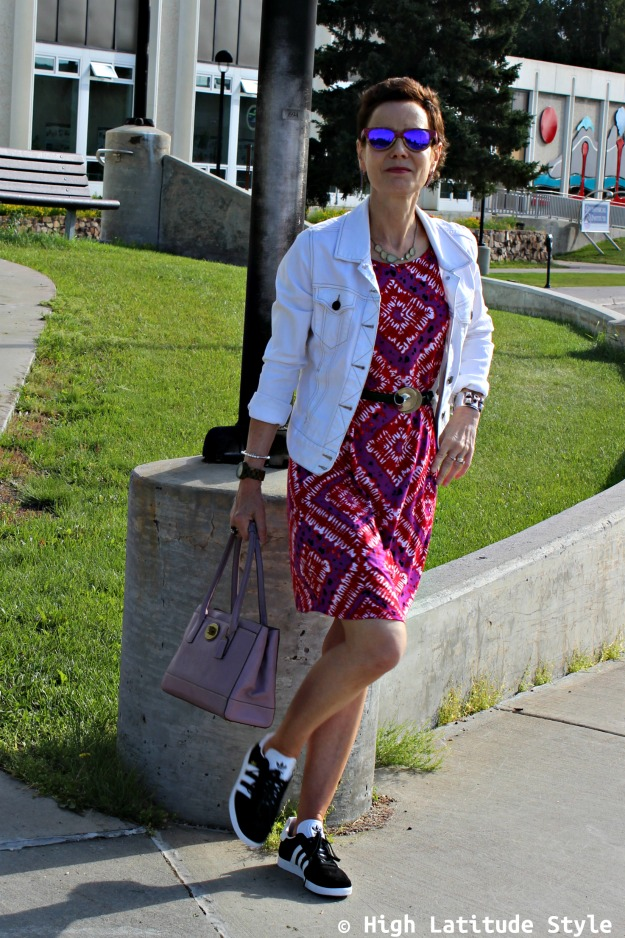 #fashionover50 woman in abstract print summer dress with sneakers
