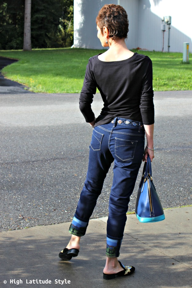 #advancedfashion woman in fall weekend OOTD withmules, BF jeans, and top
