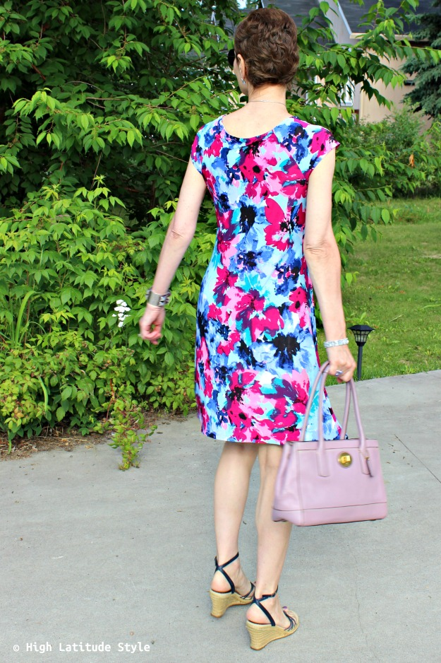 #maturestyle woman in print dress