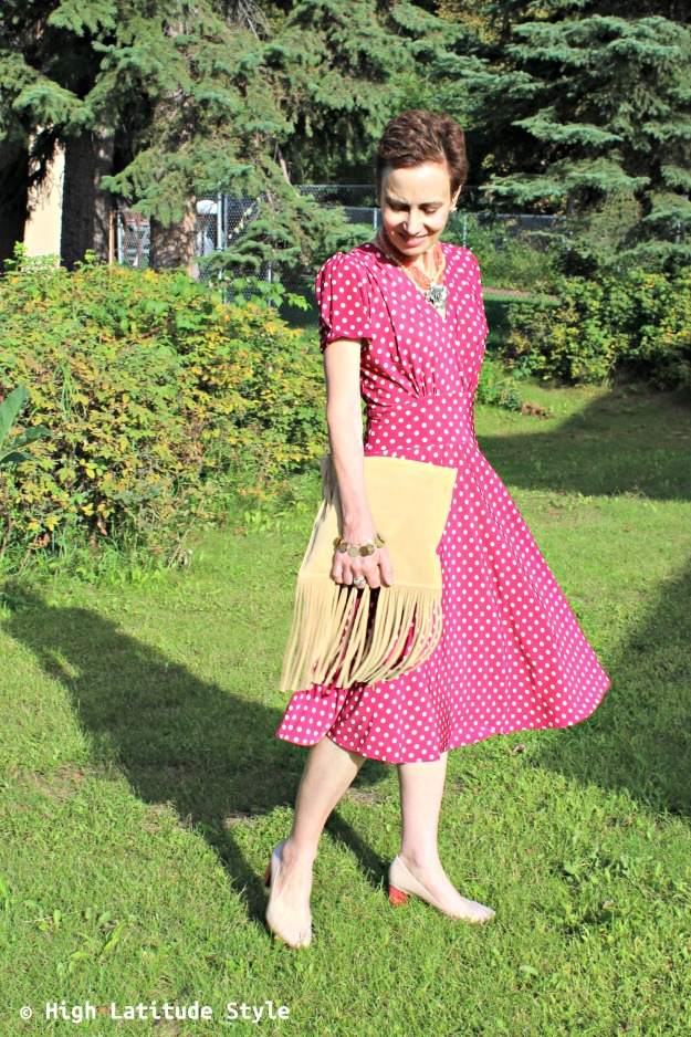 #maturestyle woman in work outfit with dress, pumps and an Italian purse