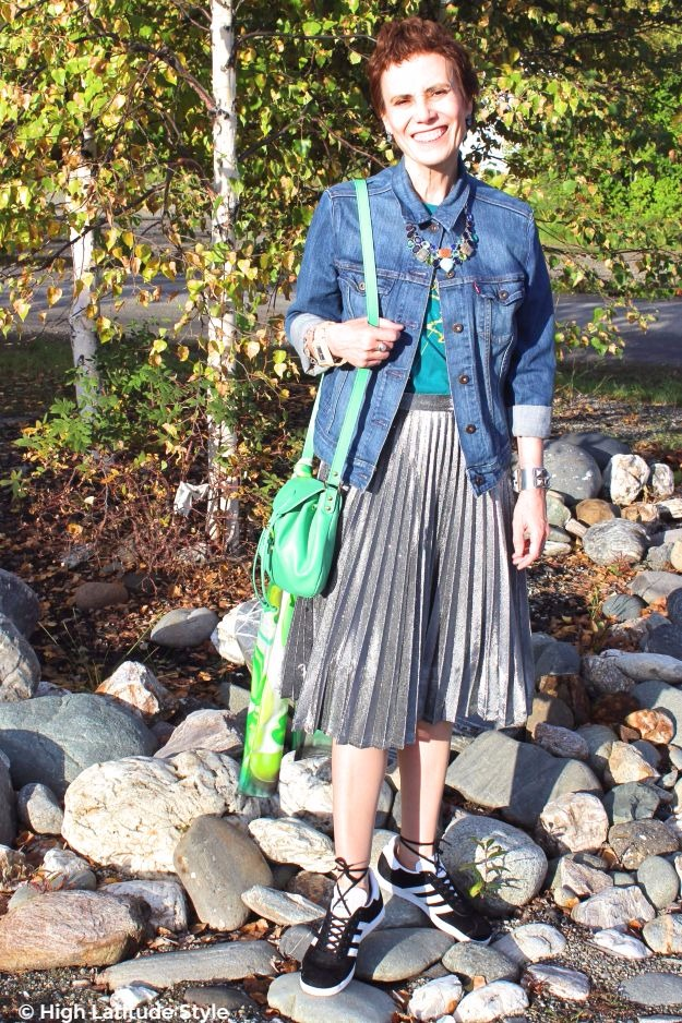 stylist in pleated skirt with sneakers