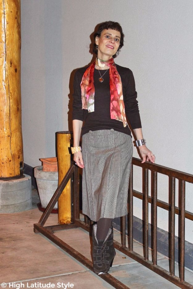style blogger in fall office look with Uno Alla Volta scarf and pendant