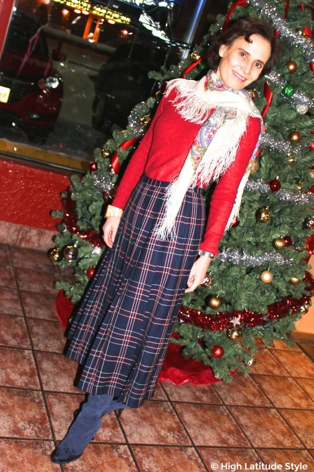 #maturestyle woman in posh work look with Christmas tree