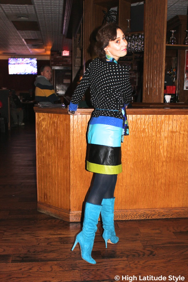 #fashionover50 woman in trendy stripes with belt