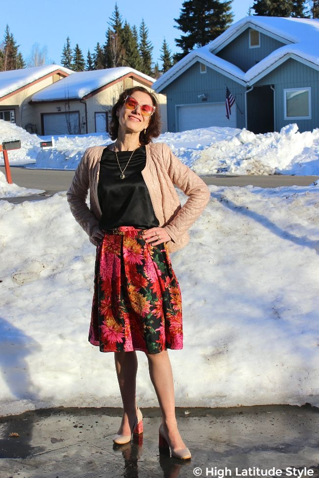 fashion blogger with oval face with cateye sunnies