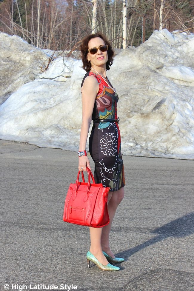 midlife style blogger looking posh chic in bold pattern summer business casual