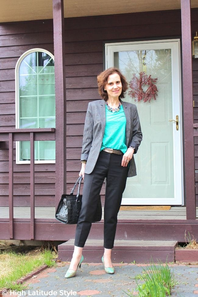 #maturestyle woman in fake suit with pop of teal pumps and top