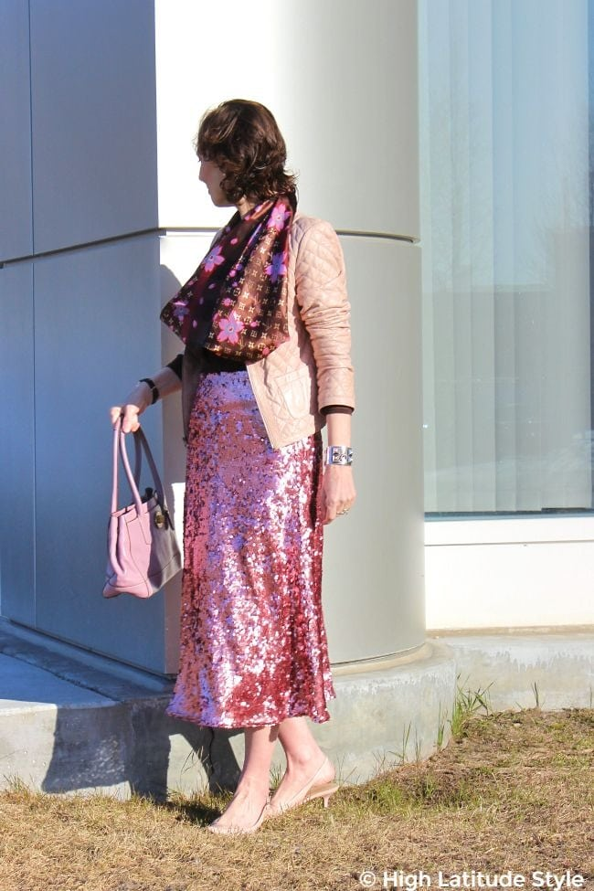 #fashionover40 mature woman in H&M skirt, boxy jacket, shawl