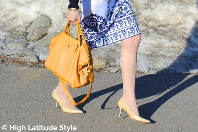 #bagandshoes details of the work look featuring the bag and pumps