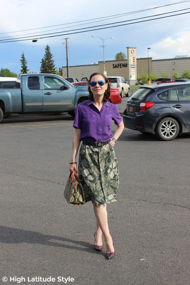 #advancedstyle older lady in summer work outfit with high heels, shirt and upcycled skirt