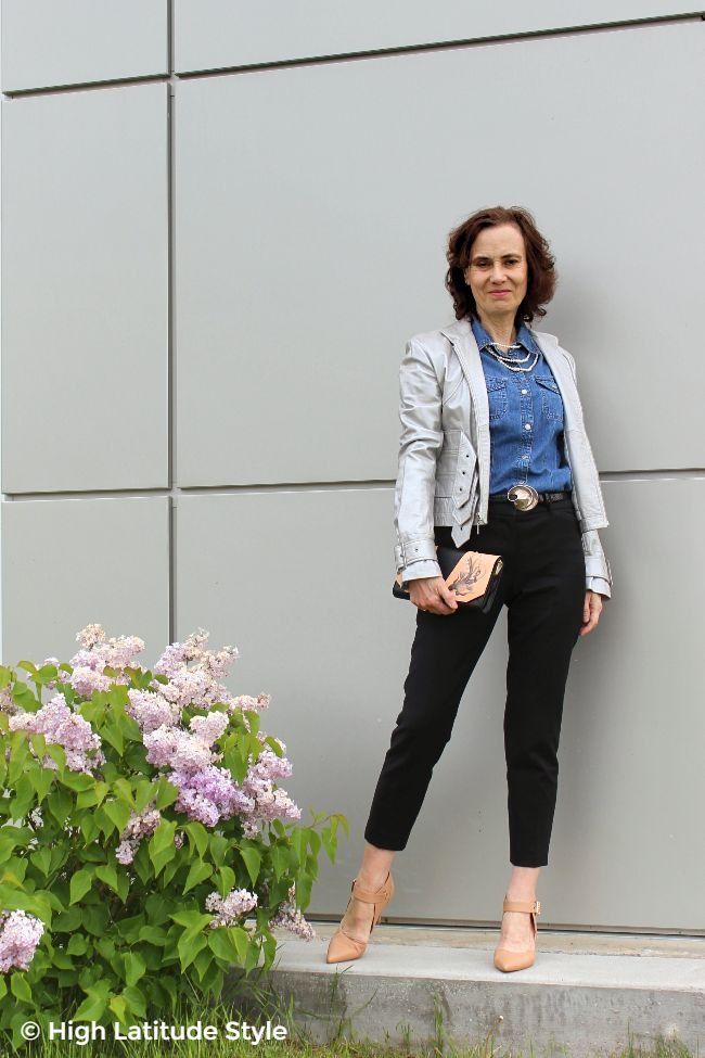 #advancedstyle midlife woman in going out with the friends look accessorized with a handcrafted purse