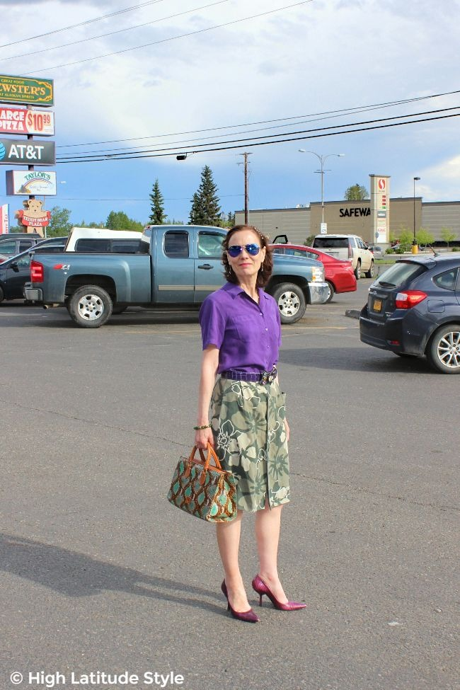 upcycling fashion blogger in a Hawaiian print skirt redesigned from a men's old shirt