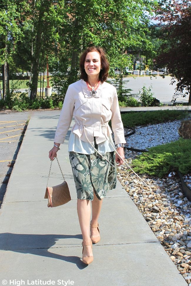 #midlifestyle older woman in floral skirt with Hawaiian print and blush top summer look