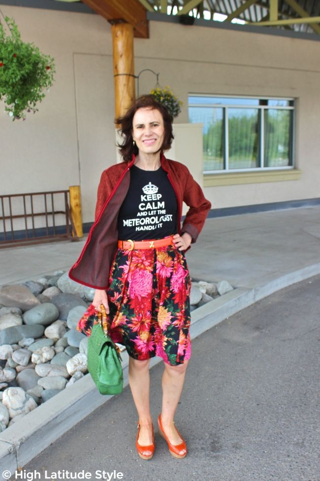 #turningfashionintostyle babybommer in summer-to-autumn transitional work outfit with casual zipper jacket and skirt