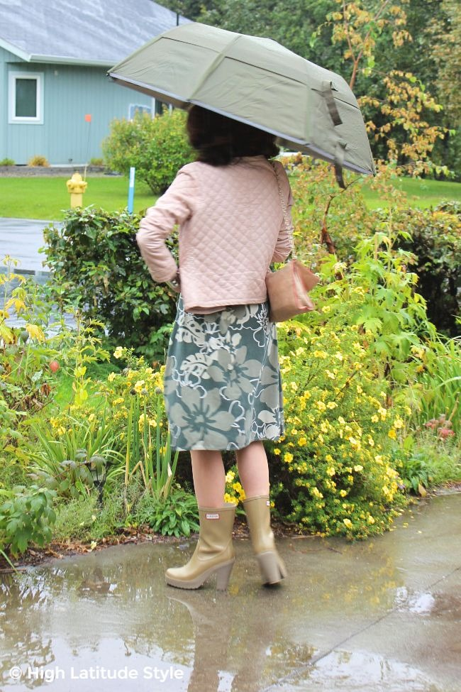 #midlifefashion woman in rain gear in fall outfit #Weatherman