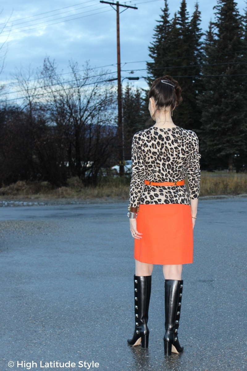 #fashionover50 woman in orange and leopard LOTD in front of an autumn landscape