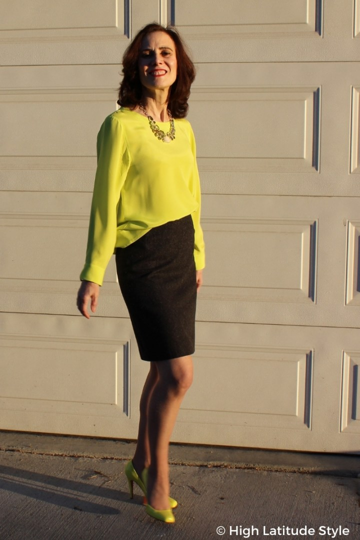 5 ft 4 blogger looking tall in heels and above the knee skirt