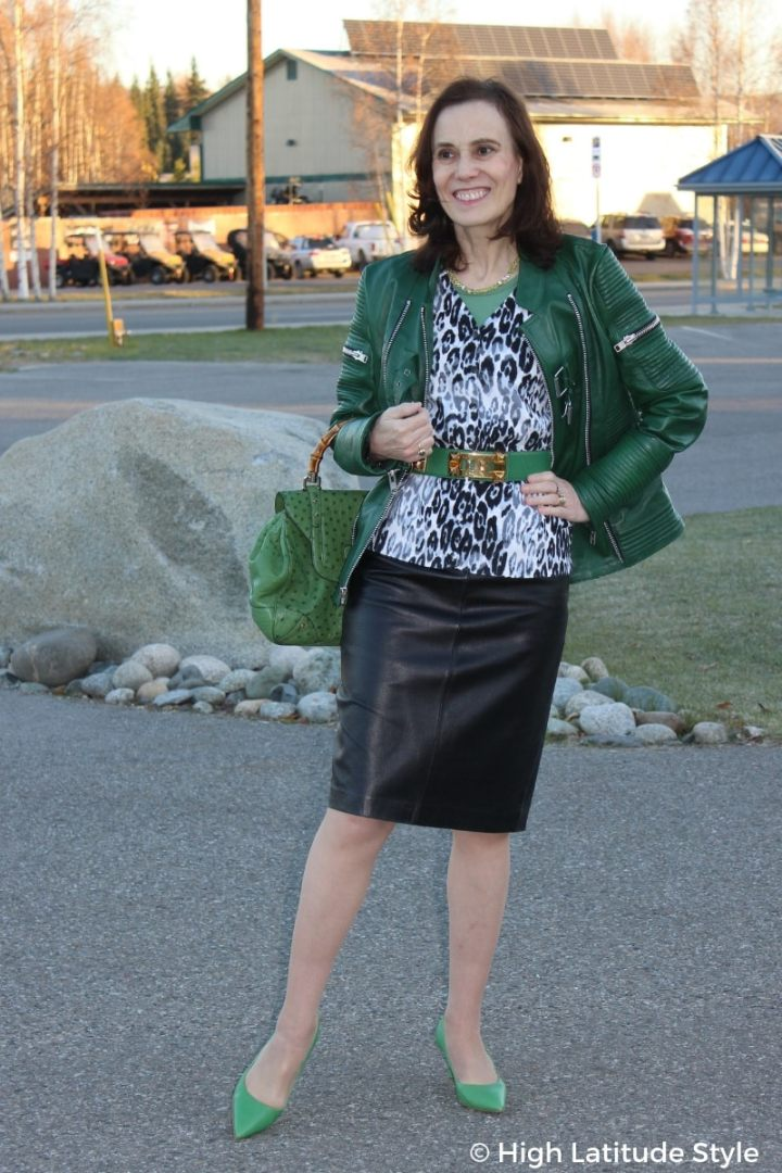 #fallstyle style blogger Nicole donning a fall outfit with three layers in shades of gray and green